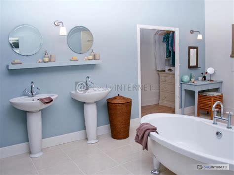Moderní Prostorná Koupelna Se Samostatně