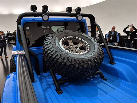 jeep gladiator pickup truck dominates  easter jeep safari concepts  drive