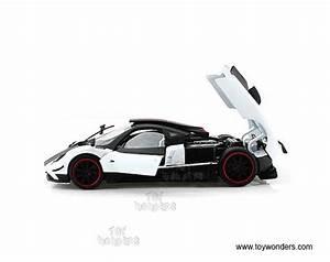 Pagani Zonda Cinque Hard Top By Motormax 1  18 Scale