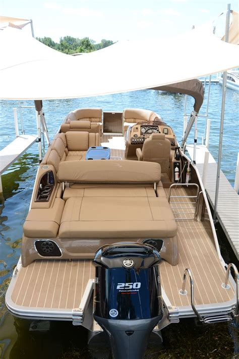 Fishing Pontoon Boat Reviews by 1000 Ideas About Bennington Boats On Pontoon