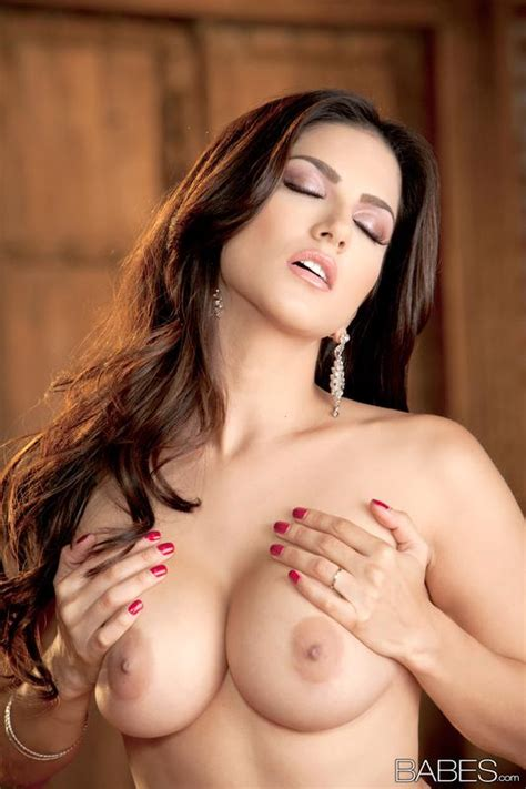 Brunette Beauty Sunny Leone Spreads Her Legs To Show You Her Tight Pussy Coed Cherry