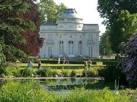 Le Parc De Bagatelle  Un Jardin Romantique à Paris