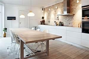 Le parquet clair c39est le nouveau hit d39interieur pour 2017 for Deco cuisine avec salle a manger moderne bois clair