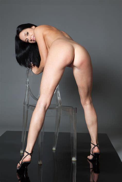 Gwen Dark Brunette With Sexy Legs