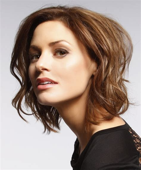 short wavy casual hairstyle chocolate brunette hair color