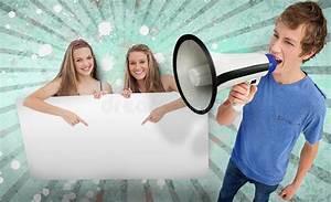 Hübsche 12 Jährige Mädchen : h bsche m dchen die auf kopienraum mit junger mann schreiendem thro zeigen stock abbildung ~ Eleganceandgraceweddings.com Haus und Dekorationen
