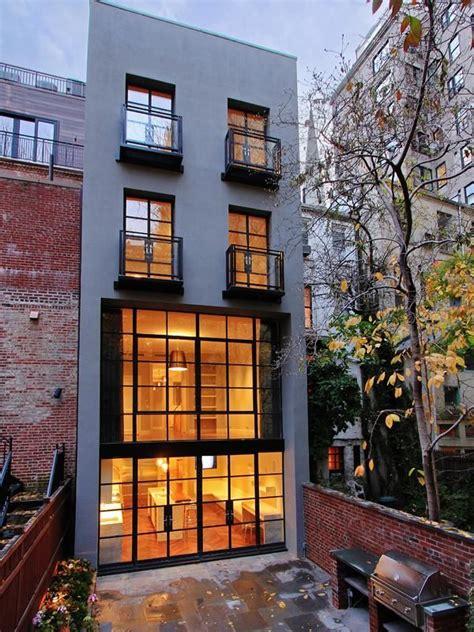 exterior    story house   york city   upper