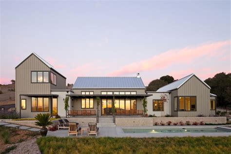 Farmhouse Designs by 15 Aesthetic Farmhouse Exterior Designs Showing The Luxury