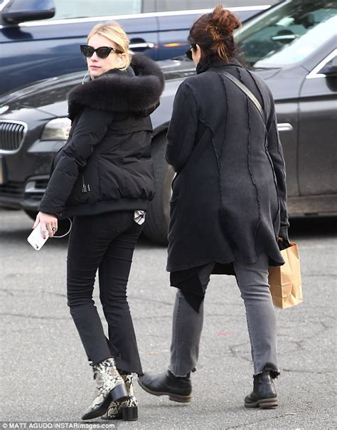 actress kelly cunningham emma roberts shops with mom kelly cunningham in htons