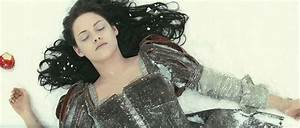 Snow White and the Huntsman Kristen Stewart 01 | Good Film ...