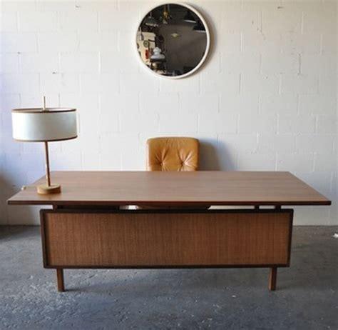 Herman Miller Airia Desk Uk by Modern Desk Furniture Modern Modern Desk
