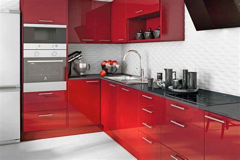 suena tu cocina en color burdeos destila elegancia