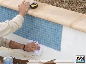 installation d39une piscine coque polyester en 15 etapes With colle pour mosaique piscine