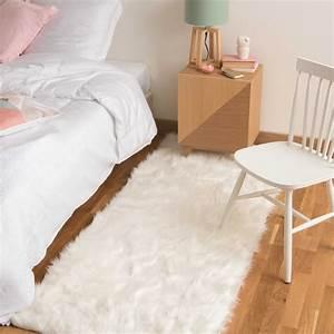 tapis en fausse fourrure blanc 80 x 200 cm oumka maisons With tapis en fourrure