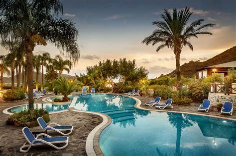 vacanza al mare a villasimius albergo con piscina