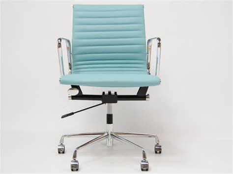 chaise eames bleu chaise eames alu ea117 bleu ciel