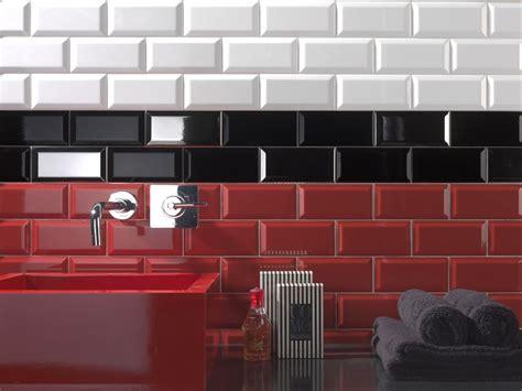 pose d une credence cuisine carrelage metro 7 5x15 haut de gamme noir blanc