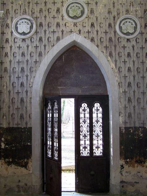 porte de la chapelle nantes la porte de la chapelle photo de le cimeti 232 re des martyrs vend 233 ens chouans