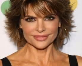 coupe de cheveux courte pour femme de 50 ans modèle coupe courte femme cheveux fins