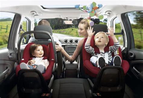 siege auto route quel age les sièges auto pour les enfants en voiture moniteur