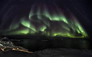 Aurora Borealis Northern Lights Night Green Stars sky e ...