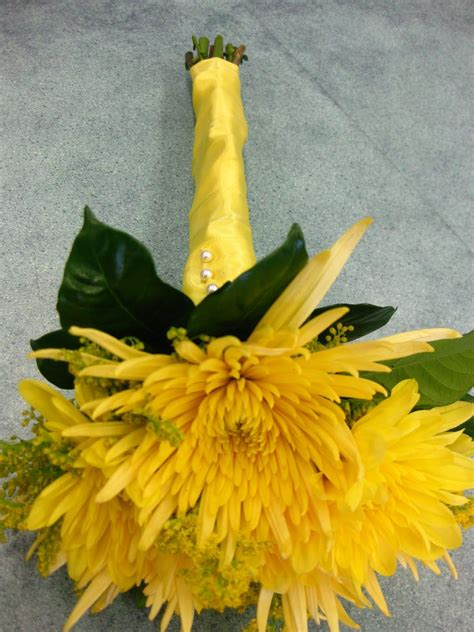 Yellow Spider Mum Bouquet These Flowers Are So Cool