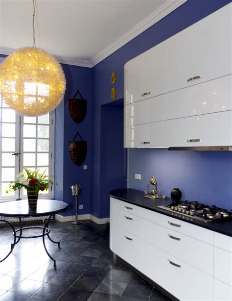 installation d une cuisine installation d 39 une cuisine contemporaine blanche arrondie