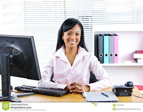affaire bureau femme d 39 affaires de sourire au bureau images libres