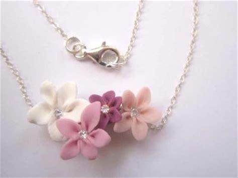 fleur en pate fimo collier en pate fimo avec quatre petites fleurs roses cr 233 ation bijoux en fimo de a fleur de