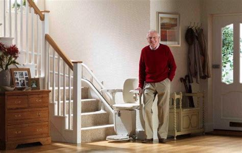 siege monte escalier siege monte escaliers pour escaliers tournants siena