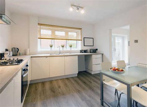 laminate wood floor  good choice   kitchen