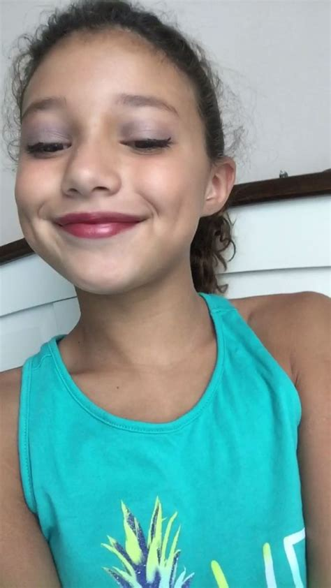 preetens cutis makeup tutorial what a cutie and does a great applying make up
