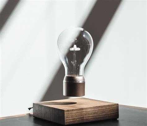 In Die Luft Schwebende Leuchte Flyte by Schwebende Gl 252 Hbirne Eine Besondere Dekoration Die