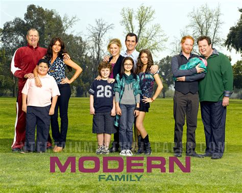 modern family modern family wallpaper modern family wallpaper 8938506 fanpop