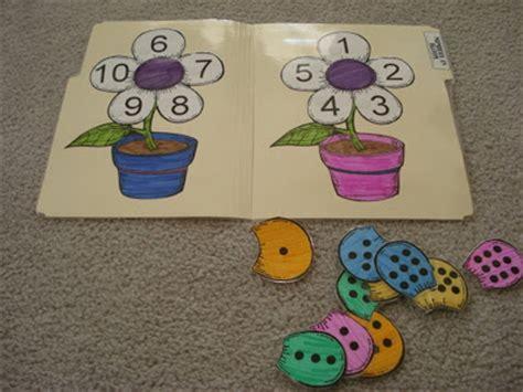 reading with preschool printables dot 840   Dsc04865