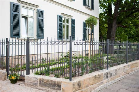 Das Tor Alles Ueber Die Oeffnung Im Zaun by Gartenzaun Aus Schmiedeeisen 187 Eleo