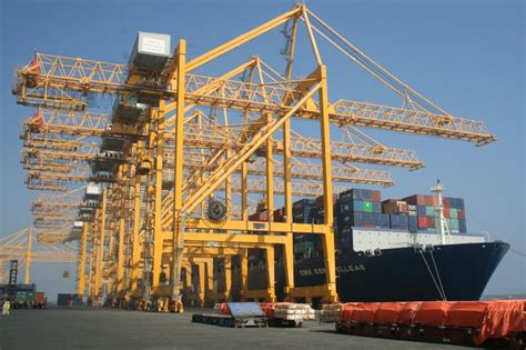 large glass windows brieda cabins ship to shore container cranes operator