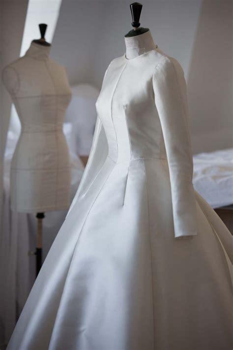 miranda kerrs wedding dress  dior luxury wear