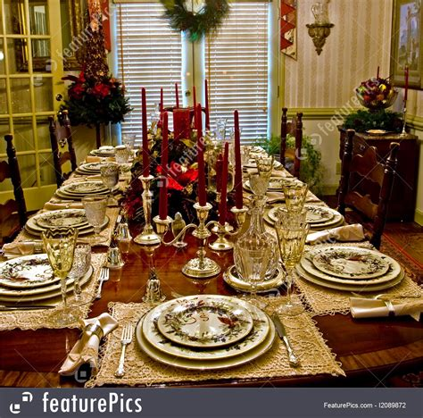 christmas dinner table picture
