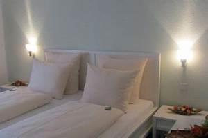 Hotel In Eching : doppelzimmer hotel angermeier in eching bei m nchen hotel garni angermeier in eching bei m nchen ~ Orissabook.com Haus und Dekorationen