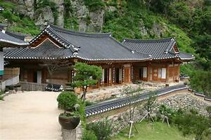 INSIDE THE TRADITIONAL KOREAN HOUSE!!