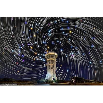 Photographer captures dazzling star trailsDaily Mail Online