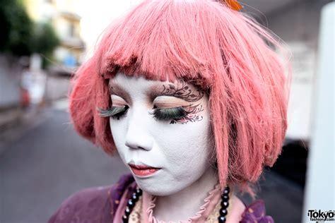 shironuri artist minori  pink haired shironuri friend