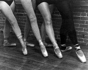 black-white-photography-ballet-dancers-pointe-shoes - The ...