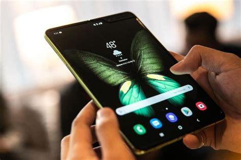 samsung receives reports of galaxy fold screen problems says to investigate tech news the