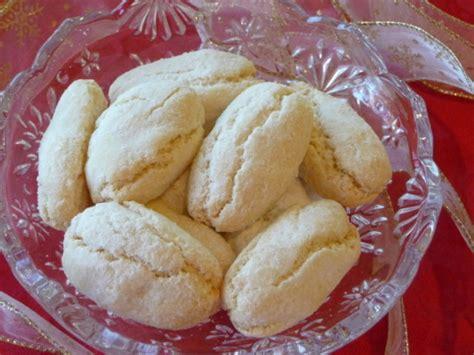 ricciarelli traditional italian almond cookies recipe