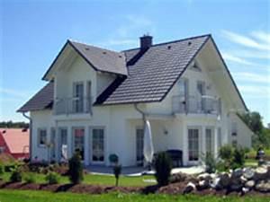 Haus Mit Gaube : gaube giebel und balkon ~ Watch28wear.com Haus und Dekorationen