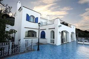casa al mare Mediterraneo Facciata Napoli di Profilstudio srl