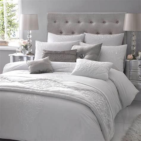 gray and white comforter schlafzimmer komplett in wei 223 einrichten ruhe und