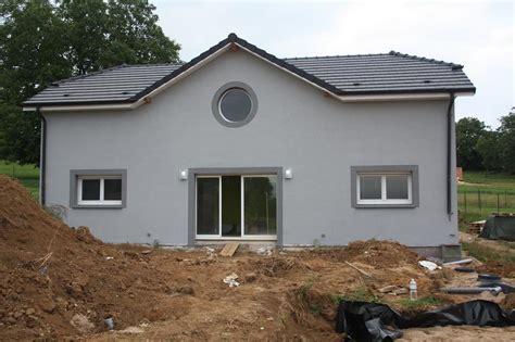 peinture cuisine meuble blanc facade maison grise et blanche evtod